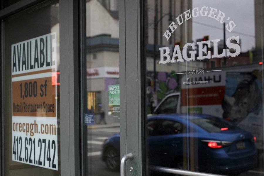 The+Bruegger%E2%80%99s+Bagels+located+on+3714+Forbes+Ave.+closed+in+mid-December.+%0A