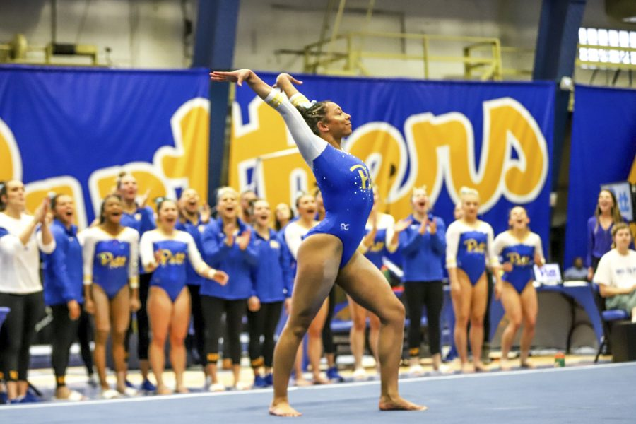 Weekend sports: Pitt teams experience inverse results