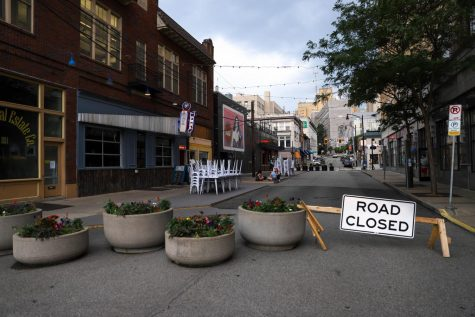 Oakland Avenue between Sennott Square and Forbes Avenue shut down on June 8 in order to provide outdoor seating space for the surrounding restaurants.