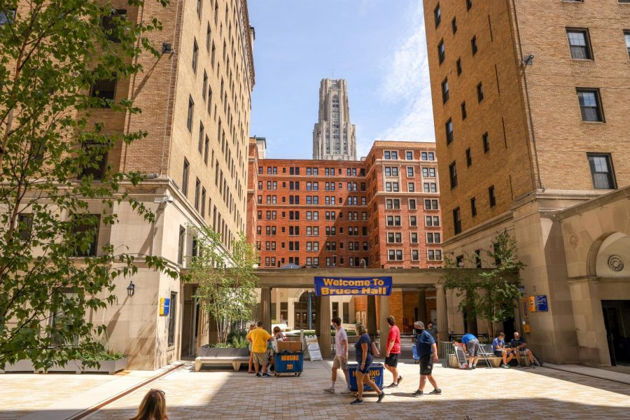 Pitt+students+begin+moving+into+campus+on+Tuesday.