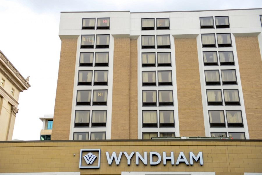 Students+write+messages+with+sticky+notes+in+the+windows+of+their+Wyndham+hotel+dorm+rooms.