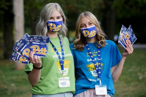 Madison Sciullo (left) and Jordyn Roman (right) are two of the 280 student employees working as pandemic safety ambassadors.