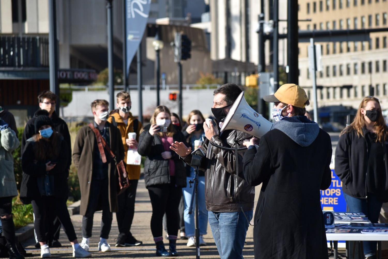 Buttigieg urges students to vote, campaign for Biden - The Pitt News