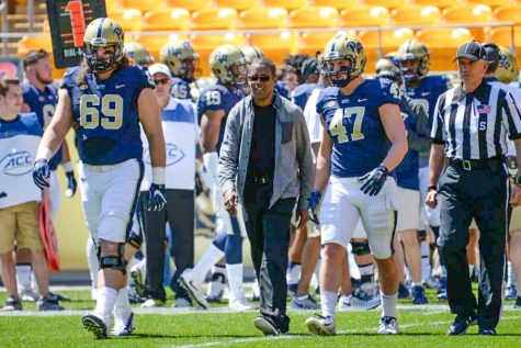 Tony Dorsett walks onto Heinz Field with Pitt Football in 2016.
