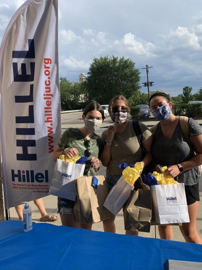 Pitt+Hillel+distributed+meals+to+University+students+on+Friday+during+Passover+as+part+of+Shabbat%2C+while+following+shelter-in-place%2Fsocial+distancing+guidelines.