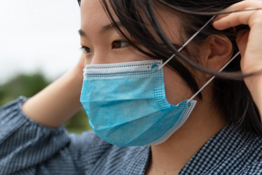 While the CDC said fully vaccinated individuals no longer need to wear face coverings in most indoor settings, some people are nervous about removing their masks.