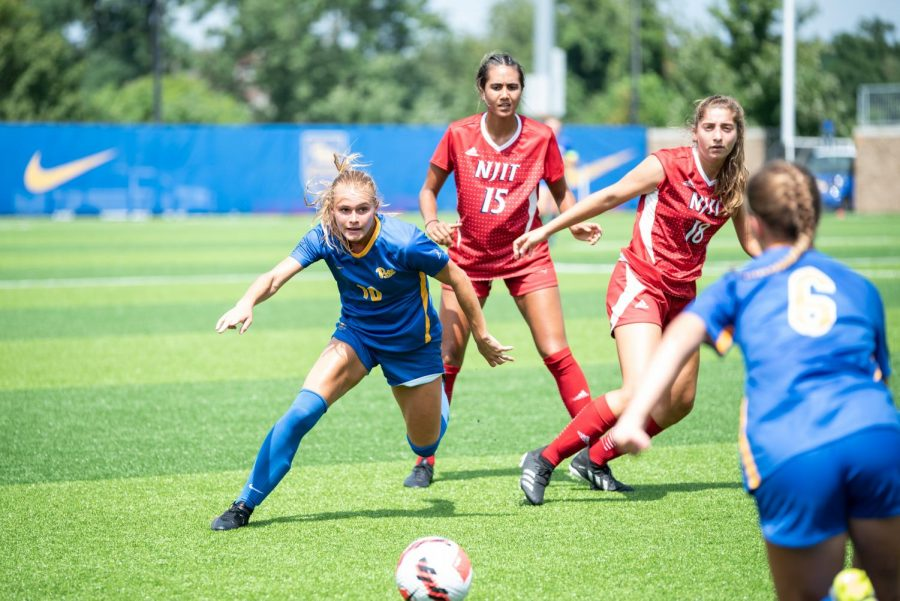 Pitt women's soccer extended its four-game win streak with a 5-0 shutout over the New Jersey Institute of Technology on a hot Sunday afternoon.