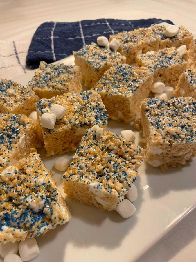 While+beer+and+chips+are+no-preparation-required+staples%2C+you+can+spice+up+old+classics+or+show+your+school+spirit+with+these+improved+tailgate+recipes%2C+such+as+these+blue+and+gold+Rice+Krispies+Treats.