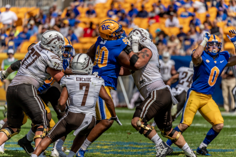 No. 90 Deandre Jules of the Pitt Panthers faces Western Michigan players. The Panthers lost to the Western Michigan Broncos on Saturday afternoon.