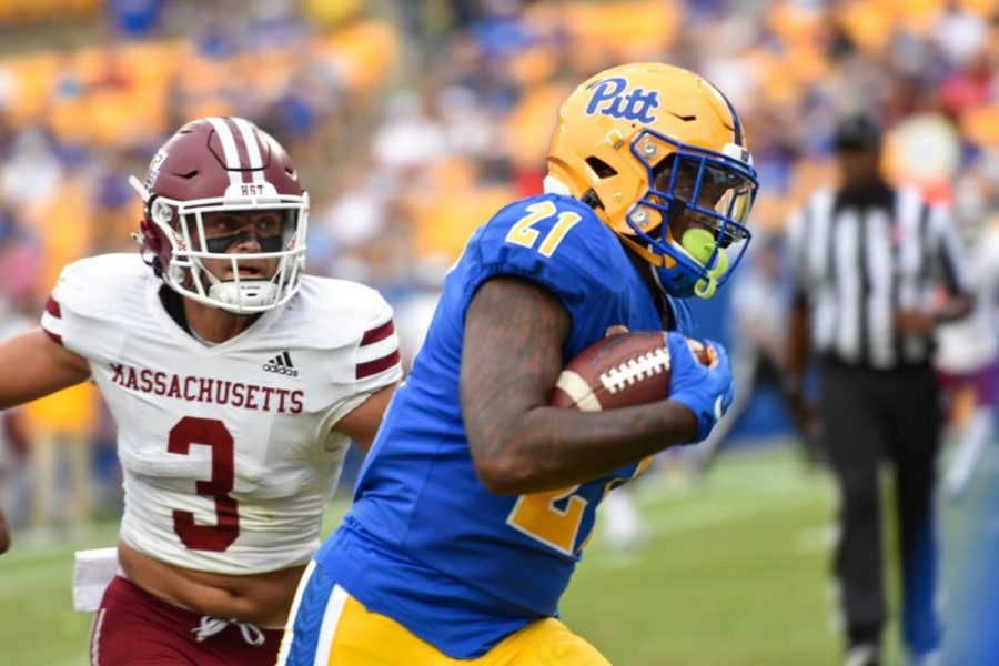 A.J.+Davis+Jr.%2C+a+redshirt+senior+running+back%2C+receives+and+runs+the+football+for+a+12-yard+touchdown+during+the+UMass+game+Saturday+afternoon.