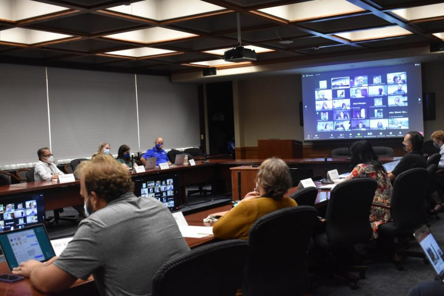 Pitt+Faculty+Assembly+members+discuss+criteria+used+to+assess+professors%E2%80%99+scholarly+pursuits+on+Wednesday.+Members+voted+in+favor+of+a+dependent+care+committee+and+an+academic+freedom+resolution.+