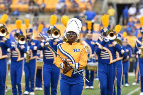 De'Jovia Davis, a senior urban studies major, is a 2021 Homecoming Spirit of Pitt award recipient, Pathfinder, First Year Mentor, assistant drum major and the head student manager of the women's basketball team.