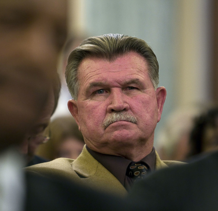 Mike Ditka played as tight end for the Pitt Panthers from 1958 to 1960.